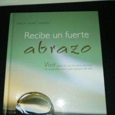 Libros de segunda mano: THICH NHAT HANH , RECIBE UN FUERTE ABRAZO, TAPA DURA ILUSTRADO . Lote 188524727