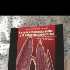 Libros de segunda mano: LA NUEVA PSICOLOGIA SOCIAL Y LA ACTUAL POSTMODERNIDAD, ANASTASIO OVEJERO BERNAL, UNIVERSIDAD OVIEDO. Lote 191486546