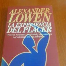 Libros de segunda mano: PRIMERA EDICION EN CASTELLANO ALEXANDER LOWEN LA EXPERIENCIA DEL PLACER. Lote 194013692