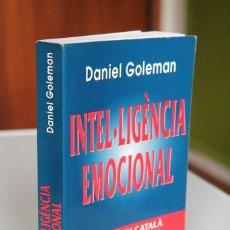 Libros de segunda mano: DANIEL GOLEMAN - INTEL·LIGÈNCIA EMOCIONAL - KAIRÓS. Lote 199488462