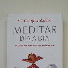Libros de segunda mano: MEDITAR DIA A DIA. - CHRISTOPHE ANDRE. 25 LECCIONES PARA VIVIR CON MINDFULNESS. TDK199. Lote 206972396