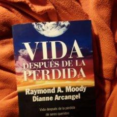 Libros de segunda mano: VIDA DESPUÉS DE LA PERDIDA. RAYMOND MOODY Y OTROS. DEDICATORIA DEL AUTOR.. Lote 226496220