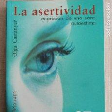 Libros de segunda mano: LA ASERTIVIDAD, EXPRESIÓN DE UNA SANA AUTOESTIMA-OLGA CASTANYER DESCLÉE DE BROUWER 2008. Lote 236521690