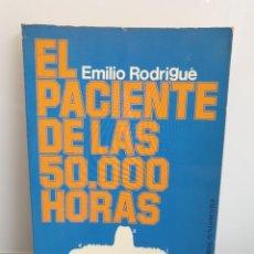 Libros de segunda mano: EL PACIENTE DE LAS 50.000 HORAS. EMILIO RODRIGUÉ (ENVÍO 2,50€). Lote 243582040