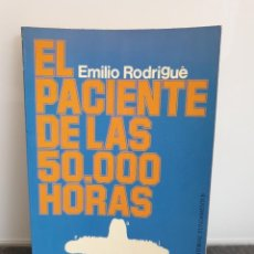 Libros de segunda mano: EL PACIENTE DE LAS 50.000 HORAS. EMILIO RODRIGUÉ (ENVÍO 2,50€). Lote 243582210