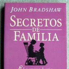 Libros de segunda mano: SECRETOS DE FAMILIA. EL CAMINO HACIA LA AUTOACEPTACIÓN Y EL REENCUENTRO, DE JOHN BRADSHAW. Lote 245095295