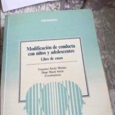 Livres d'occasion: LIBRO MODIFICACIÓN DE CONDUCTA CON NIÑOS Y ADOLESCENTES CASOS PRÁCTICOS PIRAMIDE. Lote 287002228