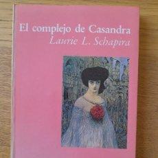 Libros de segunda mano: EL COMPLEJO DE CASANDRA - VIVIR SIN ESTIMA UNA PERSPECTIVA MODERNA SOBRE LA HISTERIA. RARO. Lote 287712013