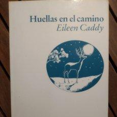Libros de segunda mano: HUELLAS EN EL CAMINO. EILEEN CADDY. LUCIÉRNAGA. PRIMERA EDICIÓN 1990. Lote 290148978