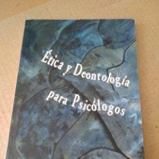 Libros de segunda mano: LIBRO ~ ETICA Y DEONTOLOGIA PARA PSICOLOGOS ~ COLEGIO OFICIAL DE PSICOLOGOS ( AÑO 2004 ). Lote 295426703