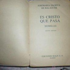 Libros de segunda mano: ES CRISTO QUE PASA JM ESCRIVA DE BALAGUER HOMILIAS ED RIALP. Lote 44273136