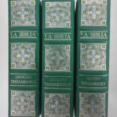 Libros de segunda mano: LA BIBLIA 3 TOMOS ANTIGUO Y NUEVO TESTAMENTO.. Lote 48737999