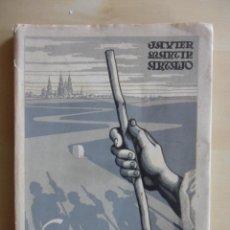 Libros de segunda mano: CAMINANDO A COMPOSTELA. JAVIER MARTIN ARTAJO. EDITORIAL CATOLICA. AÑO SANTO COMPOSTELANO. 1954. RUST. Lote 49622438