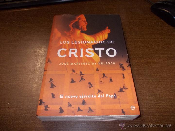 Uno de los libros de Martínez de Velasco