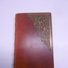 Libros de segunda mano: EL OFICIO DEL DOMINGO.DEVOCIONARIO PIEL CON ORNAMENTO METALICO EN TAPA.1888,9X16CMS 182PP.. Lote 53657778