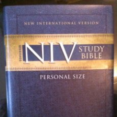 Libros de segunda mano: NIV ZONDERVAN STUDY BIBLE. PERSONAL SIZE. 2008. Lote 54952368
