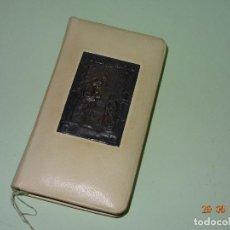 Libros de segunda mano: ANTIGUO LIBRITO COMUNIÓN GRANOS DE ORO CON TAPAS PIEL CABRITILLA Y PLATA. Lote 96664423