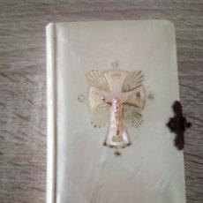 Libros de segunda mano: LIBRO DE PRIMERA COMUNIÓN - DIVINO JESÚS - ED. REGINA - BARCELONA - 12º EDICIÓN 1963. Lote 110185791