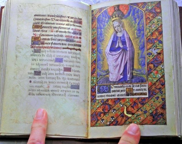 Libros de segunda mano: Facsímil íntegro del Oficio de la Virgen (s. XVI), edición de lujo con libro de estudios en español - Foto 8 - 111675671