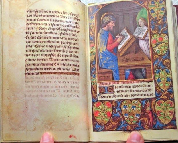 Libros de segunda mano: Facsímil íntegro del Oficio de la Virgen (s. XVI), edición de lujo con libro de estudios en español - Foto 3 - 111675671