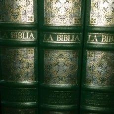 Libros de segunda mano: BIBLIA DE JERUSALÉN. ANTIGUO TESTAMENTO TOMOS I Y II, Y NUEVO TESTAMENTO TOMO III. ILUSTRADA POR GUS. Lote 132196106