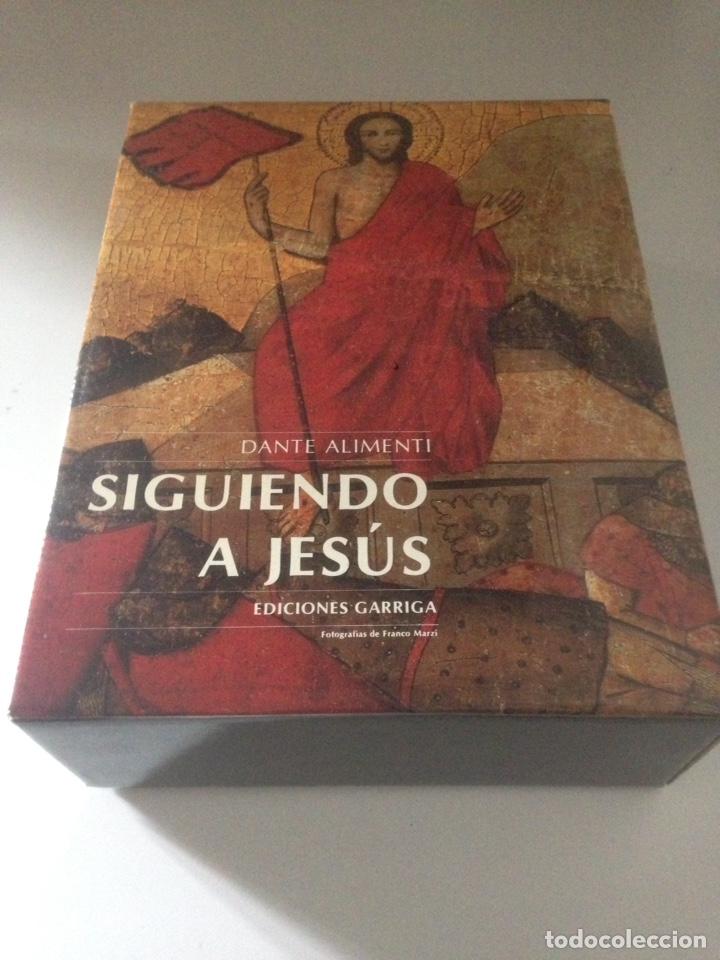 SIGUIENDO A JESUS - EDICIONES GARRIGA (Libros de Segunda Mano - Religión)