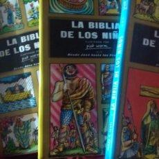 Libros de segunda mano: LA BIBLIA DE LOS NIÑOS. PIET WORN. OBRA DE TRES VOLÚMENES, EN CARTONÉ CON SOBRECUBIERTA, CON CAJA PA. Lote 151115761