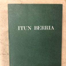 Libros de segunda mano: ITUN BERRIA (NUEVO TESTAMENTO EN EUSKERA). EDITORIAL DIOCESANA 1980. 735 PÁGINAS.. Lote 168970557