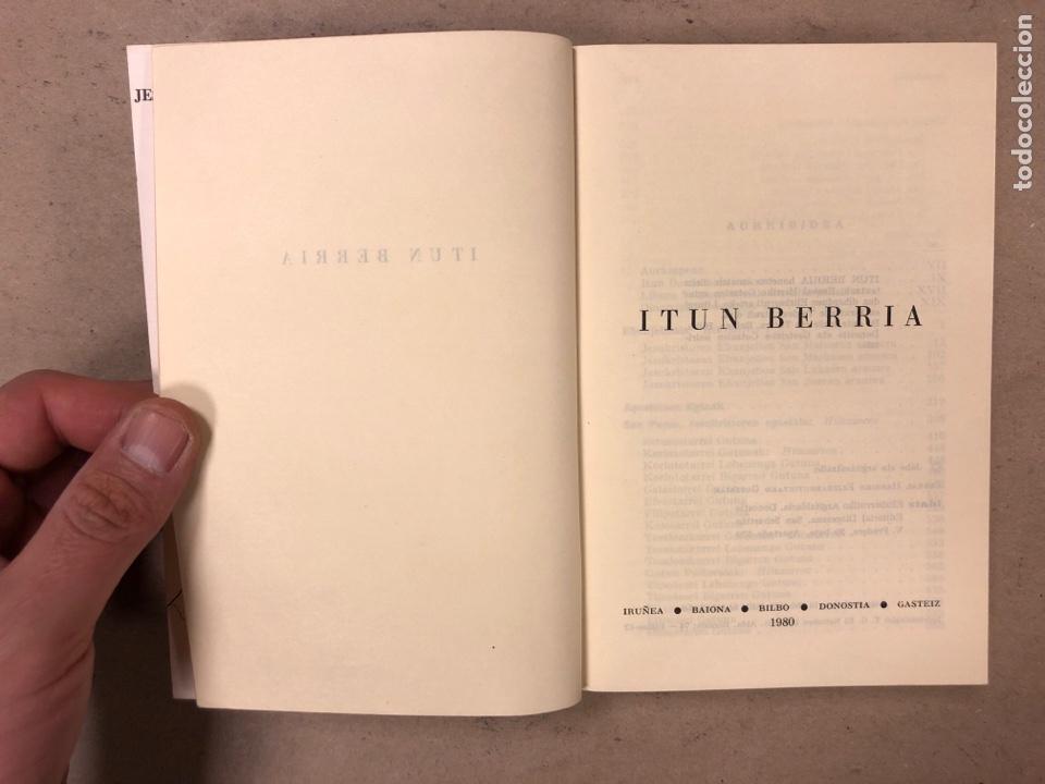 Libros de segunda mano: ITUN BERRIA (NUEVO TESTAMENTO EN EUSKERA). EDITORIAL DIOCESANA 1980. 735 PÁGINAS. - Foto 3 - 168970557