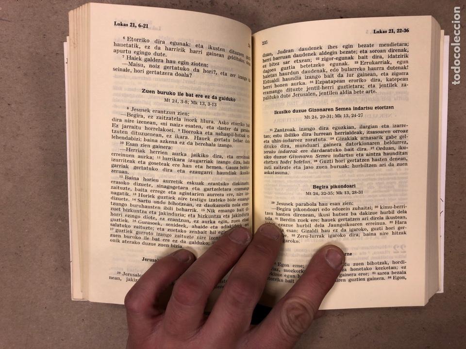 Libros de segunda mano: ITUN BERRIA (NUEVO TESTAMENTO EN EUSKERA). EDITORIAL DIOCESANA 1980. 735 PÁGINAS. - Foto 6 - 168970557