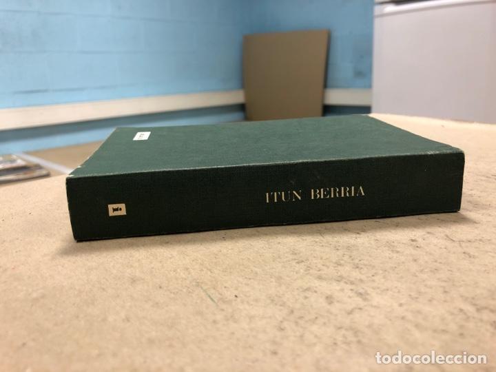 Libros de segunda mano: ITUN BERRIA (NUEVO TESTAMENTO EN EUSKERA). EDITORIAL DIOCESANA 1980. 735 PÁGINAS. - Foto 10 - 168970557