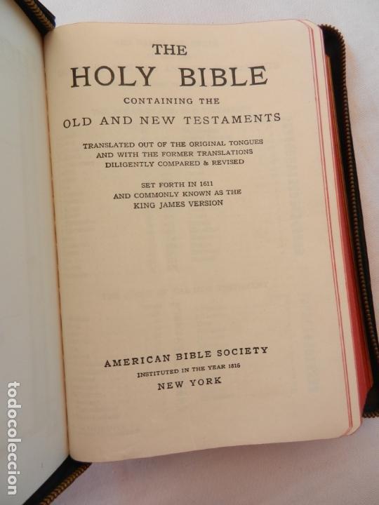 Libros de segunda mano: HOLY BIBLE - AMERICAN BIBLE SOCIETY NEW YORK 1955 - PORTADAS DE PIEL CON CREMALLERA VER DESCRIPCIÓN. - Foto 5 - 171702457