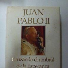 Libros de segunda mano: JUAN PABLO II. CRUZANDO EL UMBRAL DE LA ESPERANZA. . Lote 174158157