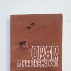 Libros de segunda mano: ORAR A PIE DESCALZO - EMILIO L. MAZARIEGOS. ANTONIO BOTANA. TDK416. Lote 175026978