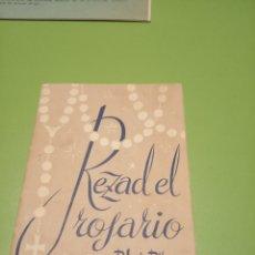 Libros de segunda mano: REZAD EL ROSARIA. Lote 175465359