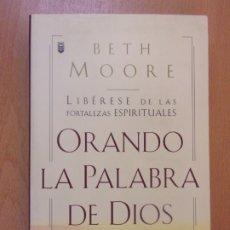 Libros de segunda mano: ORANDO LA PALABRA DE DIOS / BETH MOORE / 2001. UNILIT. Lote 179152321