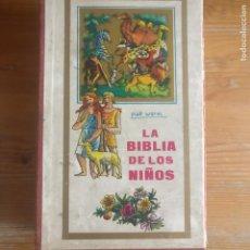 Libros de segunda mano: LA BIBLIA DE LOS NIÑOS. PIET WORM. PLAZA & JANES. TRES TOMOS. 1984. EN CAJA . Lote 194273216