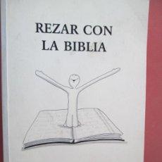 Libros de segunda mano: REZAR CON LA BIBLIA , ALEJANDRO SIERRA DE COZAR ,DORY RUIZ-GAVILAN LOPERA - 2002 . Lote 194346041