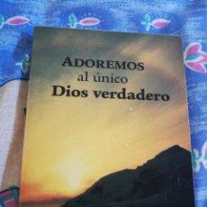 Libros de segunda mano: ADOREMOS AL UNICO DIOS VERDADERO TESTIGOS DE JEHOVA WATCHTOWER 2002 ITALIA TAPA BLANDA. Lote 194588162