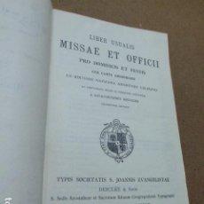 Libros de segunda mano: LIBER USUALIS. MISSAE ET OFFICII PRO DOMINICIS ET FESTIS CUN CANTU GREGORIANO... 1951. 1920 + 45 PP. Lote 199276107
