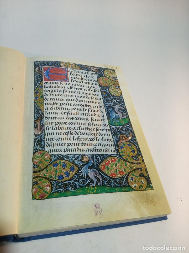 Libros de segunda mano: Libro de horas de Carlos V. Biblioteca nacional. Vitrina 24.3. Colec. Manuscritos. 2002. Facsímil. - Foto 3 - 217786133