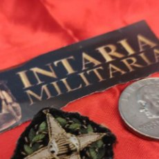 Libros de segunda mano: PLACA BORDADA DE LA MILICIA NACIONAL. Lote 225231543