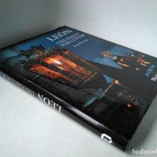 Libros de segunda mano: LEÓN. UNA PASIÓN POR CONTAR. SEMANA SANTA, COFRADÍAS. Lote 233139735
