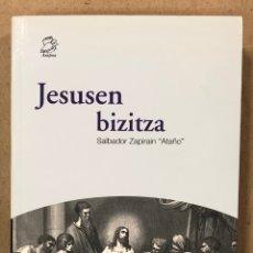 """Libros de segunda mano: JESUSEN BIZITZA. SALBADOR ZAPIRAIN """"ATAÑO"""". AUSPOA LIBURUTEGIA SENDOA ARGITALDARIA 2001.. Lote 234750530"""
