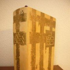 Libros de segunda mano: LA SANTA BIBLIA. VERSIÓN BARTINA-ROQUER (CARROGGIO, 1981) RARA ED. DE LUJO ILUSTR. REMBRANDT Y DALÍ. Lote 236590275