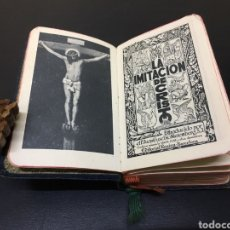 Libros de segunda mano: ANTIGUO Y PEQUEÑO MISAL IMITACIÓN DE CRISTO CON BORDES DE HOJAS EN ORO Y TAPAS EN PIEL. AÑO 1945. Lote 271151408