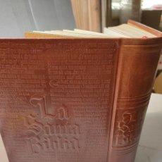 Libros de segunda mano: LA SANTA BIBLIA-DR JOSE MARÍA CASCIARO-1978 ED.FAMILIAR DE LUJO EN PIEL REPUJADA. Lote 276044388