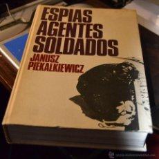Libros de segunda mano: ESPÍAS AGENTES SOLDADOS . JANUSZ PIEKALKIEWICZ, 1ª EDICION. BRUGUERA , BARCELONA 1972 CIENTOS FOTOS . Lote 54414033