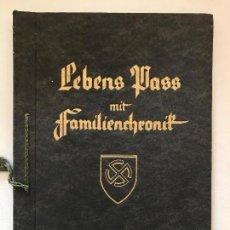 Libros de segunda mano: LIBRO LEBENS PASS MIT FAMILIENCHRONIK, ADOLF HITLER, SS, RAZA, NAZI, TERCER REICH. Lote 124933927