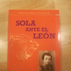 Libros de segunda mano: 'SOLA ANTE EL LEÓN'. SIMONE ARNOLD LIEBSTER. Lote 179312541